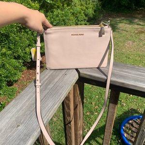 Handbags - NWT michael kors large double pouch crossbody bag
